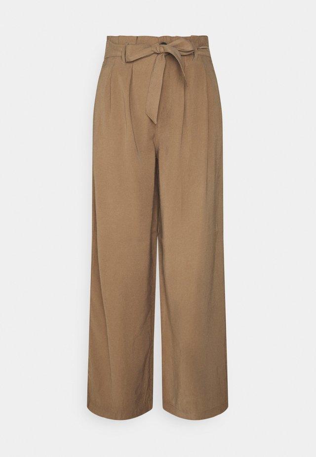ONLAMINTA ARIS LIFE WIDE PANT - Pantalones - walnut