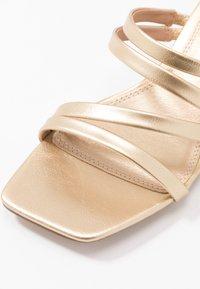 Topshop - DIXIE MULE - Pantofle na podpatku - gold - 2