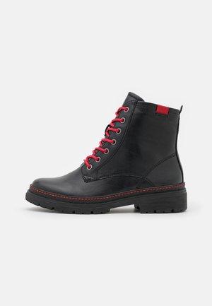 Snörstövletter - black/red