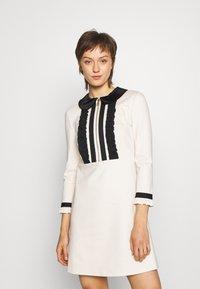 TWINSET - MIT RÜSCHEN - Strikket kjole - white - 0