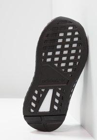 adidas Originals - DEERUPT RUNNER - Tenisky - core black/footwear white/grey five - 5