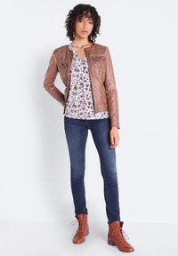 BONOBO Jeans - Chaqueta de cuero sintético - marron clair - 1