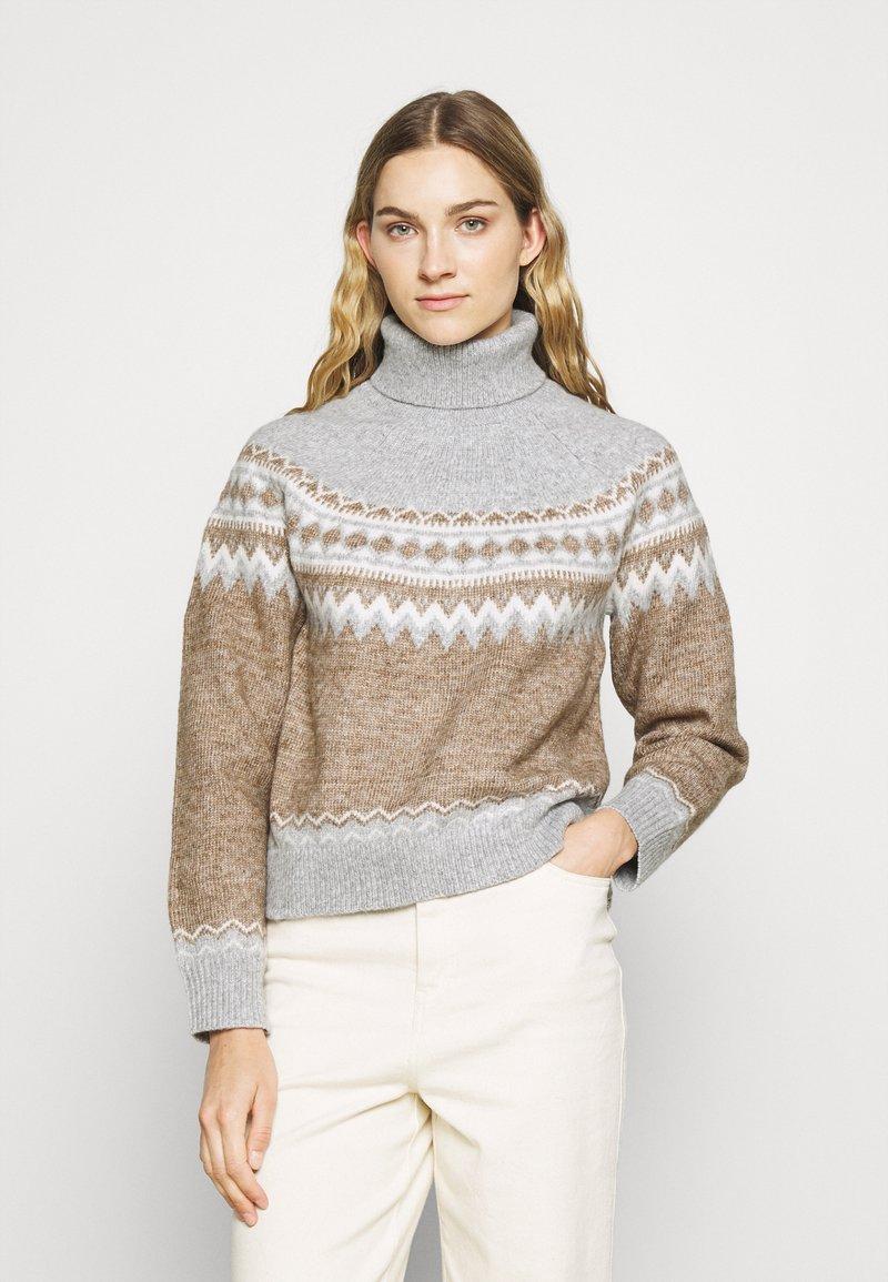Fashion Union Tall - ELIAS FARISLE ROLL NECK BOXY JUMPER - Stickad tröja - brown