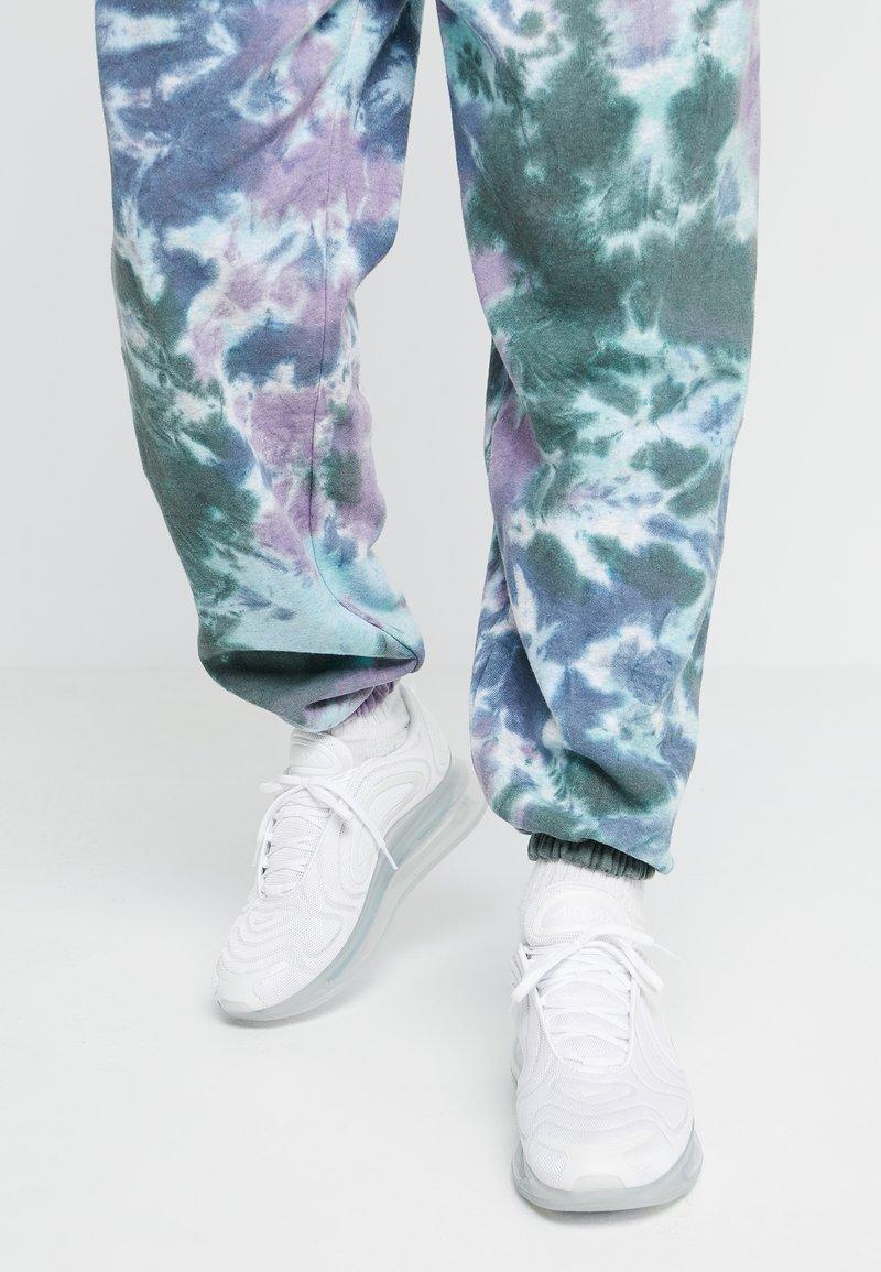 Nike Sportswear - AIR MAX 720 - Trainers - white/metallic platinum