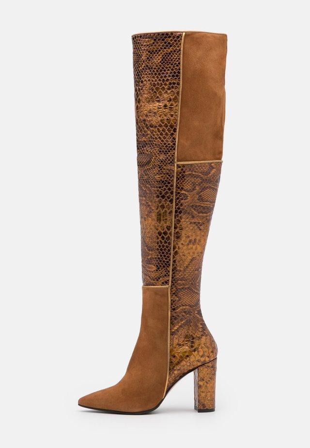 CAMELIE  - Kozačky na vysokém podpatku - saura strip bronzo