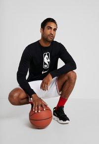 Nike Performance - NBA LONG SLEEVE - Camiseta de deporte - black/white - 1