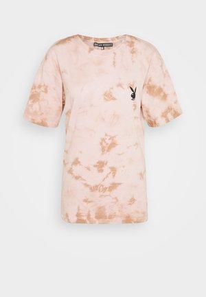 PLAYBOY TIE DYE OVERSIZED - Print T-shirt - stone