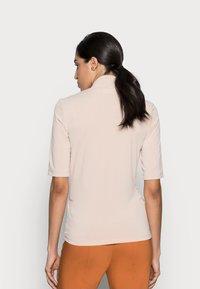 InWear - BEN BLOUSE - Print T-shirt - powder beige - 2