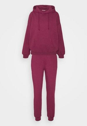 Hooded lounge set - Pyjama set - berry