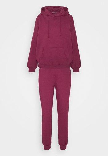 Hooded lounge set - Pyjamas - berry