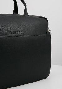 Calvin Klein - Taška na laptop - black - 6