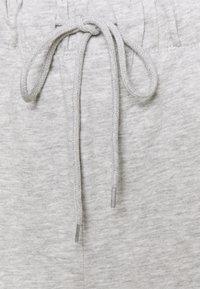 ONLY - ONLFEEL LIFE PANT - Teplákové kalhoty - light grey melange - 2