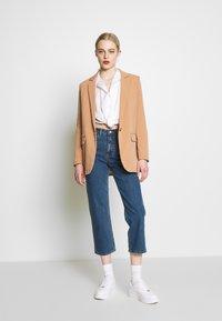 Object - OBJSIRINGA - Short coat - humus - 1