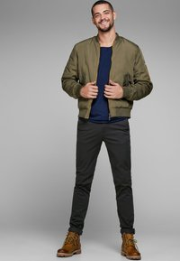 Jack & Jones - MARCO BOWIE - Pantalones chinos - black - 1