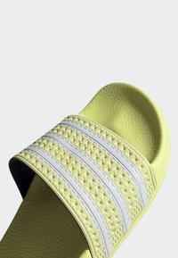 adidas Originals - ADILETTE SLIDES - Badesandaler - yellow - 9