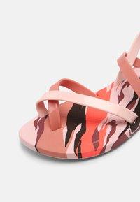 Ipanema - FASHION SAND VII KIDS - Pool shoes - pink - 4