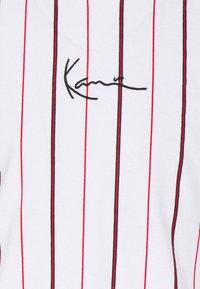 Karl Kani - SMALL SIGNATURE PINSTRIPE TEE - T-shirt med print - white - 7
