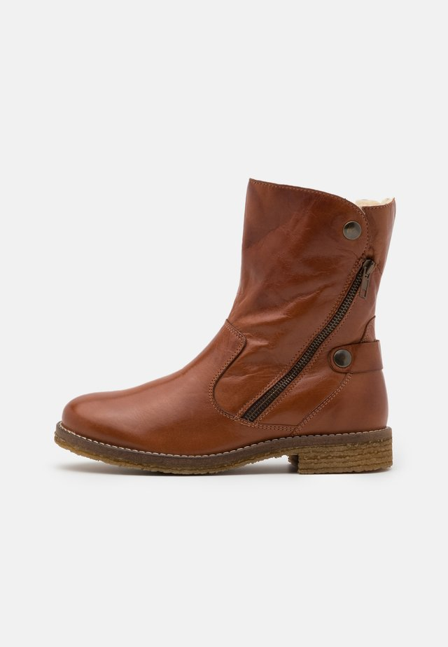 BIAATALIA WINTER ZIPPER BOOT - Winter boots - cognac