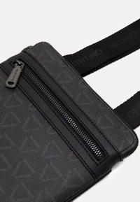 Valentino Bags - LIUTO CROSSBODY - Across body bag - nero - 3