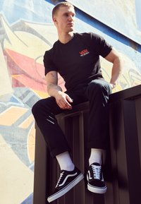Vans - OLD SKOOL - Skate shoes - black - 2