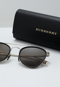 Burberry - Solglasögon - light gold/black - 2