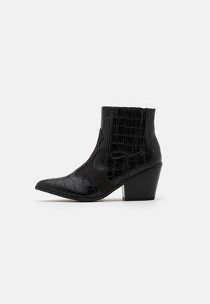VMFALIA - Korte laarzen - black