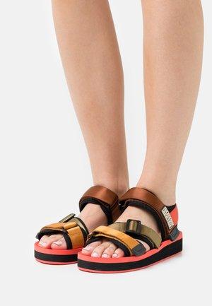 LYDIA  - Sandały na platformie - coral