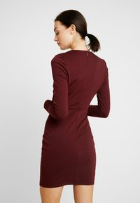 Lost Ink - CUT OUT SIDE BODYCON - Cocktail dress / Party dress - burgundy - 3