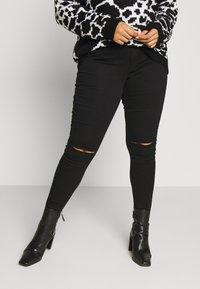 Missguided Plus - VICE HIGHWAISTED SLASH KNEE  - Jeans Skinny Fit - black - 0