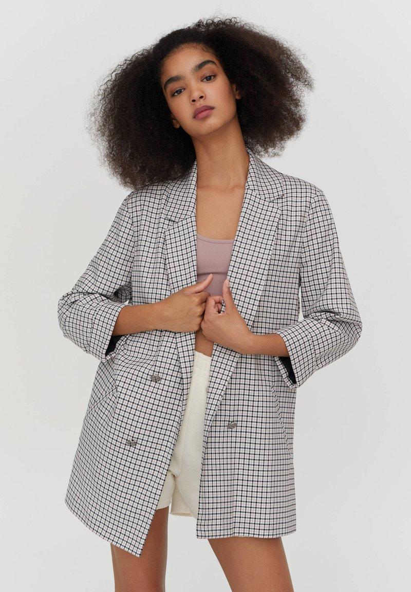 PULL&BEAR - MIT UMGESCHLAGENEN ÄRMELN - Krátký kabát - dark grey