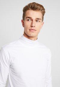Lindbergh - TURTLE NECK TEE - Long sleeved top - white - 4