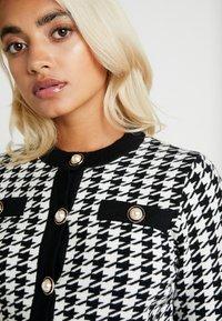Fashion Union Petite - HIBISCUS - Cardigan - black/cream - 4