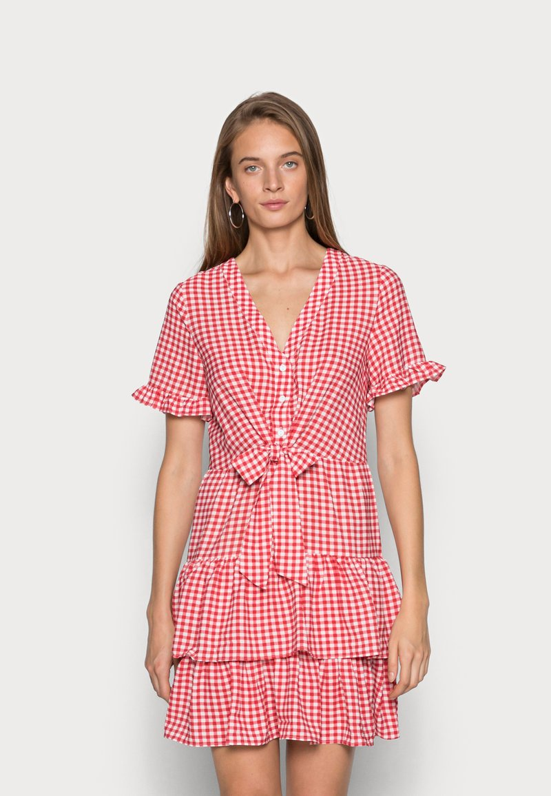 IN THE STYLE - JAC JOSSA GINGHAM TIE FRONT DRESS - Kjole - red