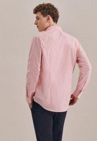 Seidensticker - BUSINESS SLIM - Shirt - rot - 1
