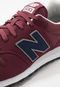 New Balance - GM500 - Matalavartiset tennarit - red - 5