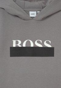 BOSS Kidswear - HOODED - Hoodie - medium grey - 2