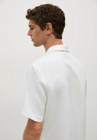 Mango - REGULAR-FIT  - Shirt - blanc - 3