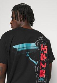 Night Addict - NASEE - Print T-shirt - black - 5