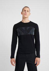 EA7 Emporio Armani - Langærmede T-shirts - black - 0