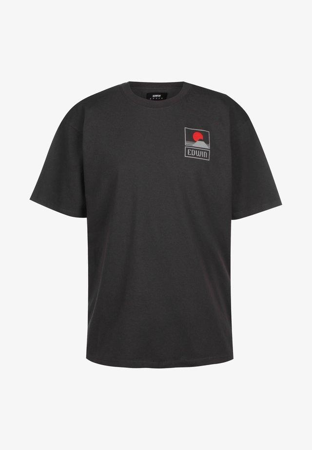 T-SHIRT SUNSET ON MT FUJI - Print T-shirt - dark grey