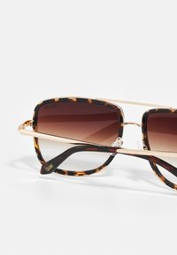 QUAY AUSTRALIA - ALL IN NAVIGATOR - Sunglasses - brown - 2