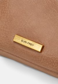 SURI FREY - LEONY - Across body bag - taupe - 4