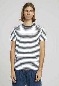 TOM TAILOR DENIM - Print T-shirt - navy white thin stripe - 0