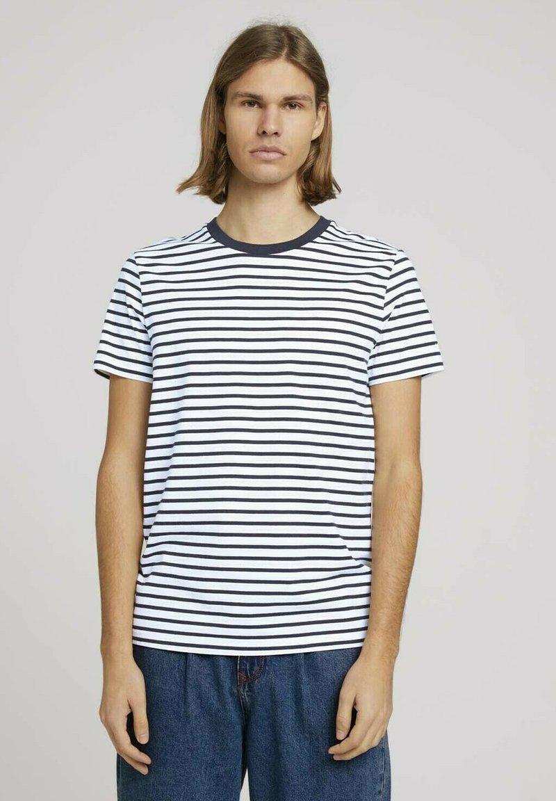 TOM TAILOR DENIM - Print T-shirt - navy white thin stripe