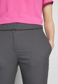 HUGO - THE CROPPED TROUSERS - Trousers - black - 4