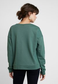 AMOV - ASTRID LOGO - Sweatshirt - bottle green - 2