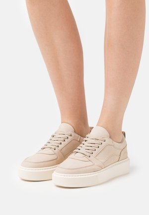 LEATHER - Sneakers laag - taupe