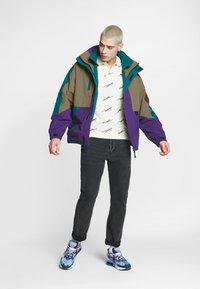 Lacoste LIVE - Light jacket - leafy/tanzanite pine - 1