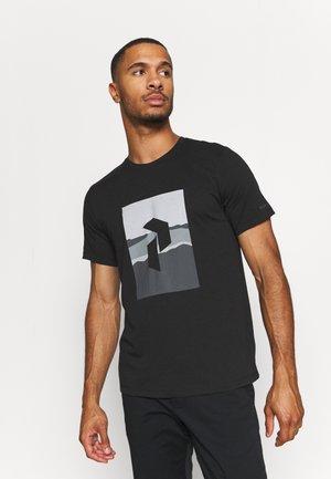 EXPLORE BIG TEE - Print T-shirt - black