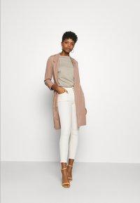 ONLY - ONLBLUSH RAW DOT - Jeans Skinny - ecru - 1
